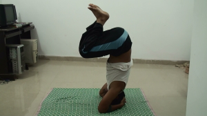 Forward your weight on your hips - sirsasana